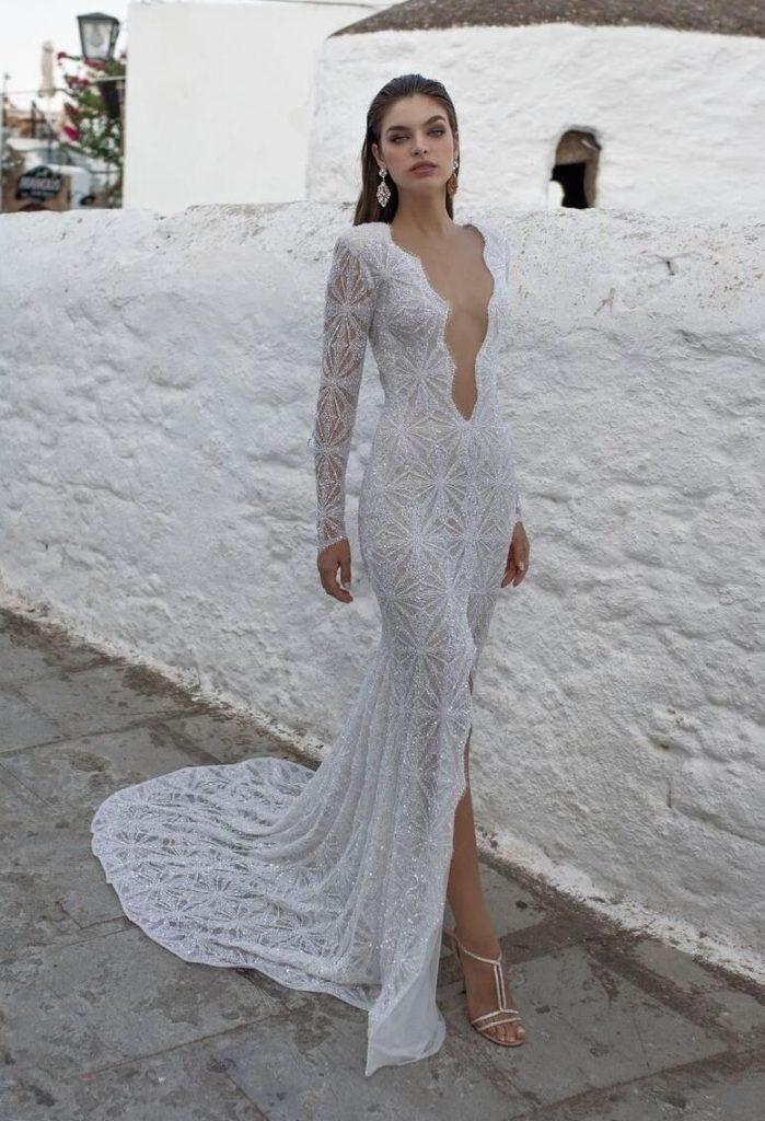 Свадебное платье с блёстками.