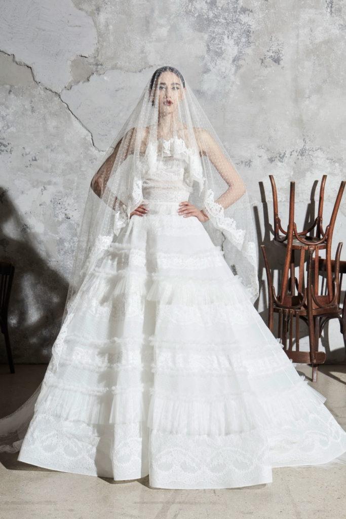 Невеста в фате.