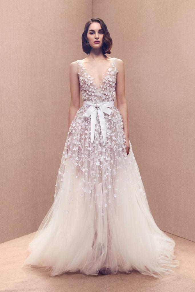 Свадебное платье в мелкий цветок.