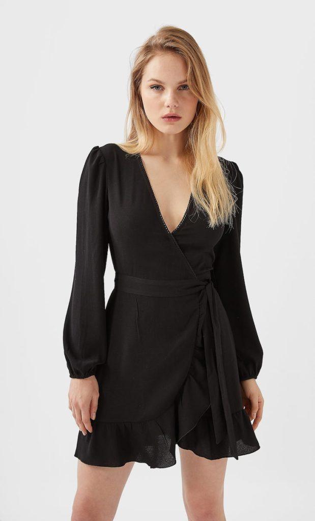 Чёрное платье с запахом.