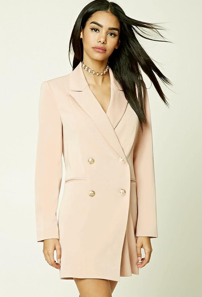 Пиджак вместо платья.