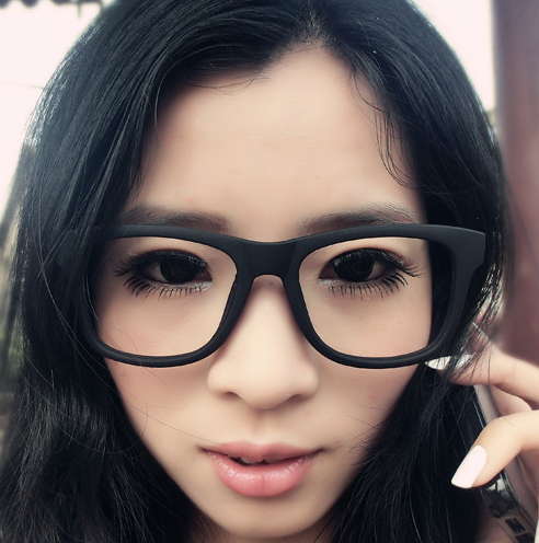 девушка в очках без стекол