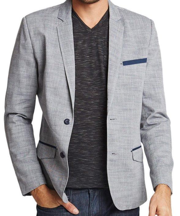 Серый пиджак.
