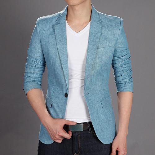Голубой пиджак с джинсами.