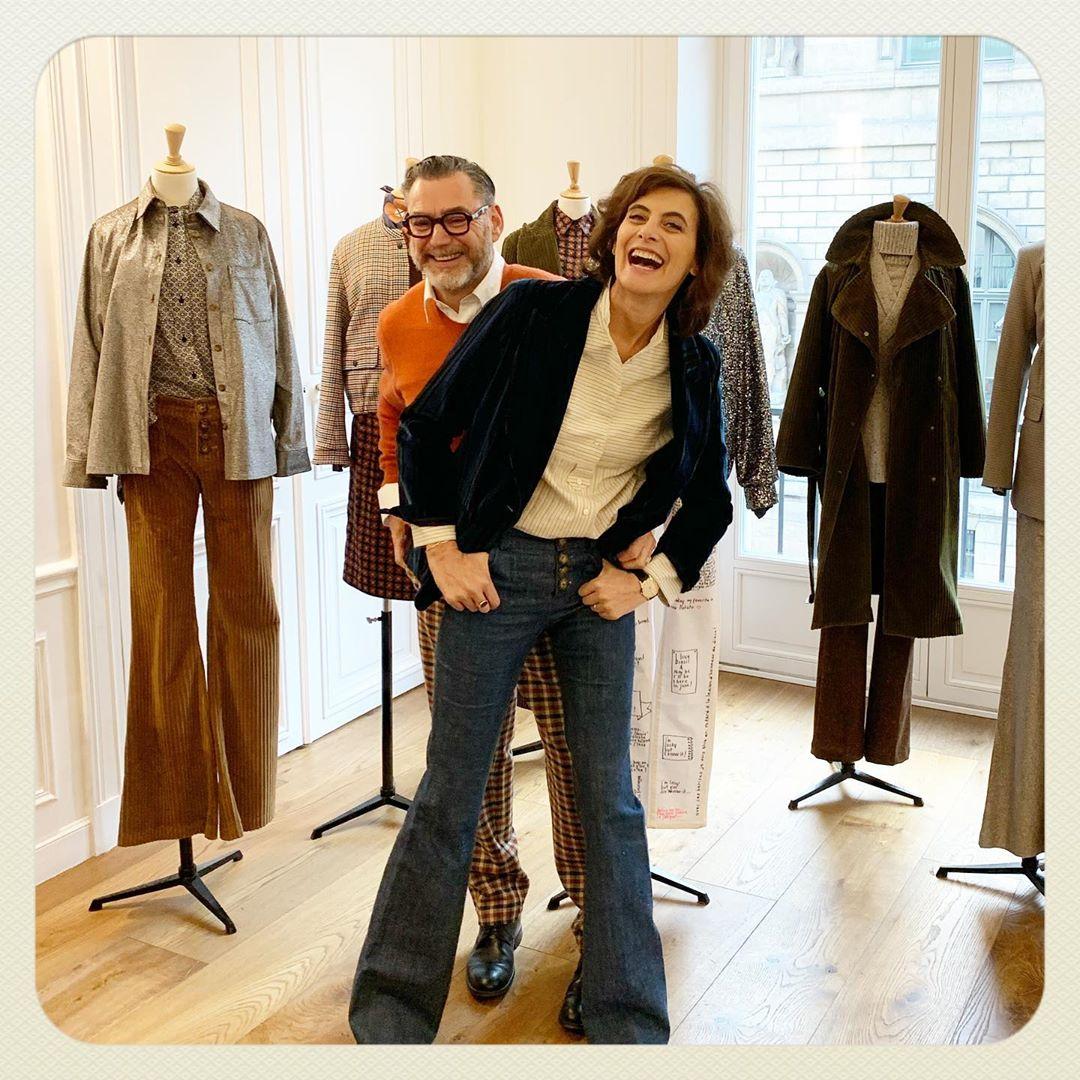 в джинсах и пиджаке