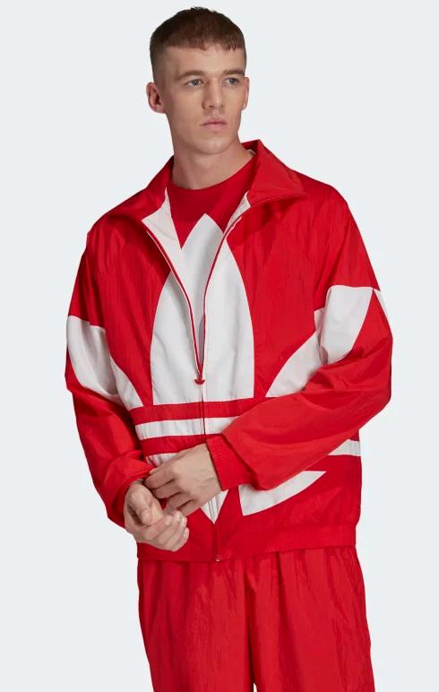Красный костюм.