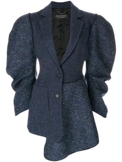 Пиджак с объёмными рукавами.