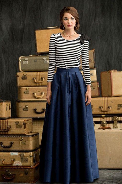 Синяя юбка.