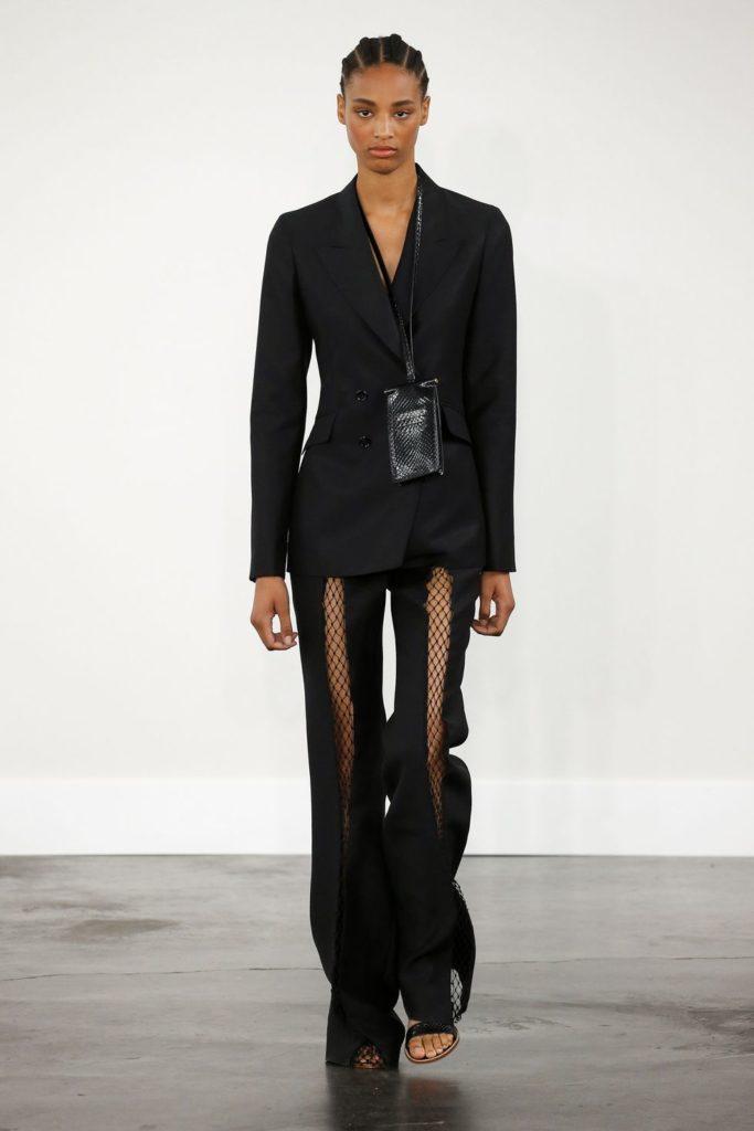 Чёрный костюм с сетчатыми брюками.