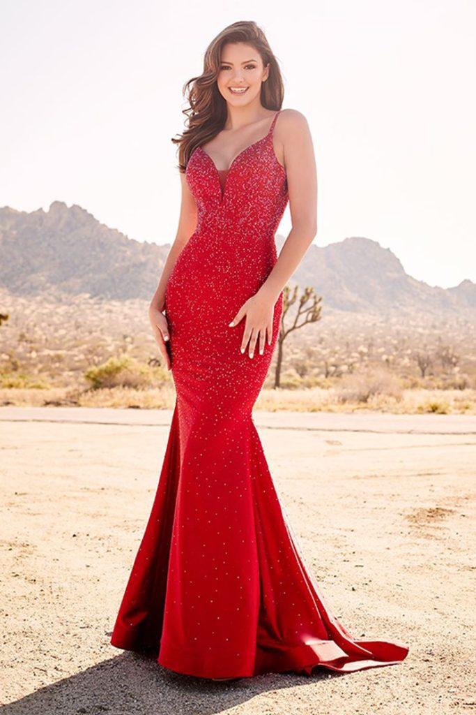 Красное платье годе.