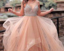 Платье с пышной юбкой.
