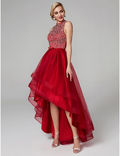 Платье с асимметричным подолом.