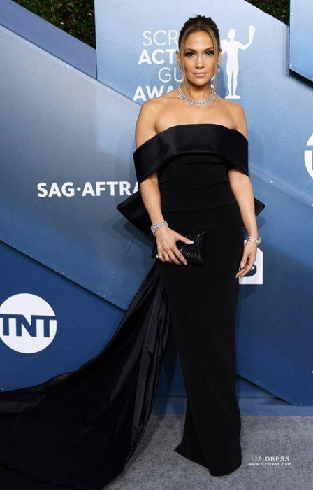 Чёрное платье длинное.