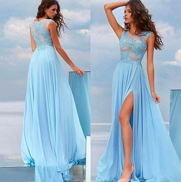 Длинное платье с разрезом.