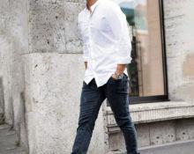 Белая рубашка с джинсами.