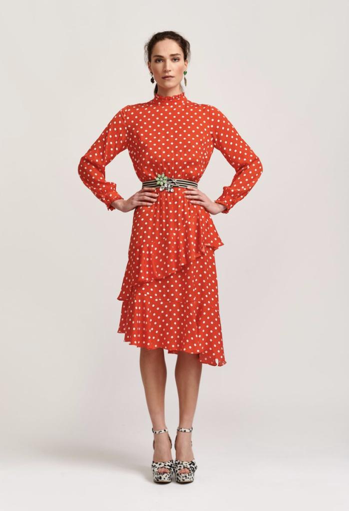 Красное платье в горох.