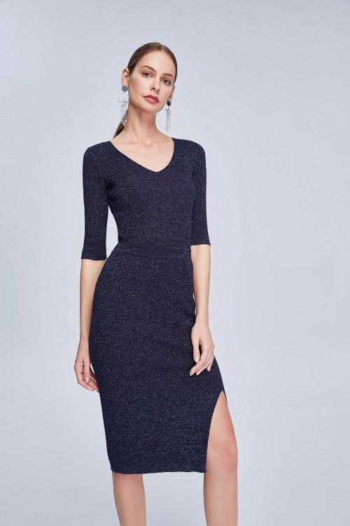 Трикотажное тёмно-синее платье.