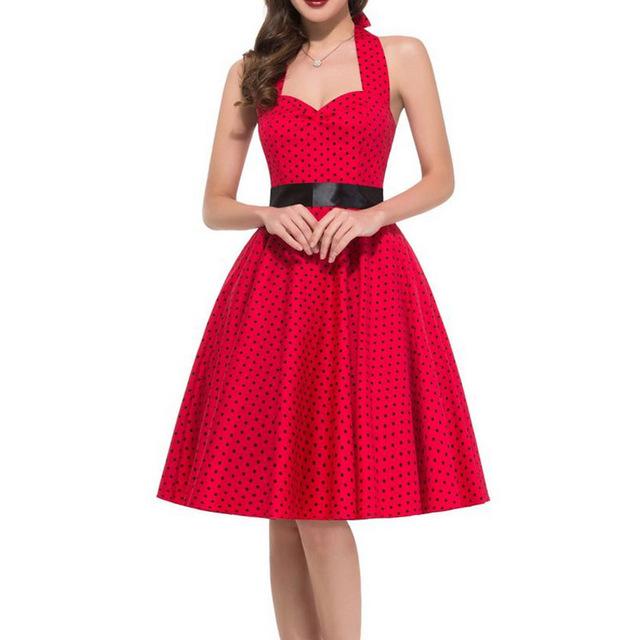 Красное платье в мелкий горох.