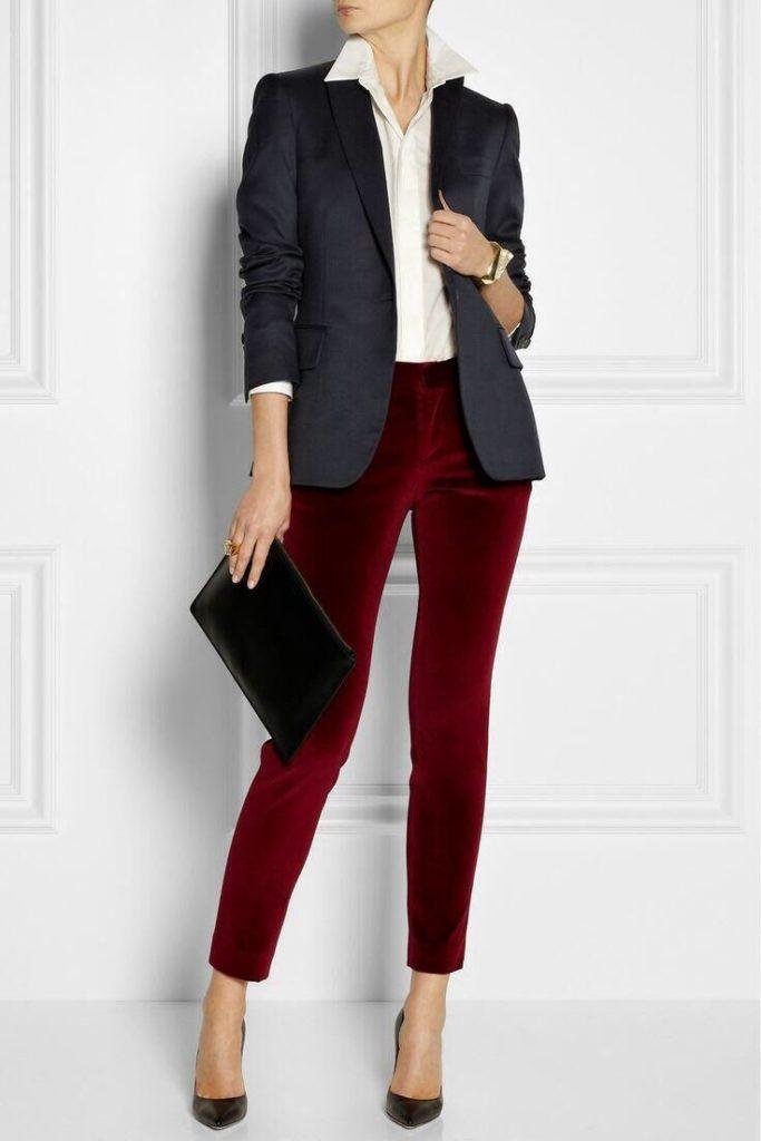 Красные брюки.