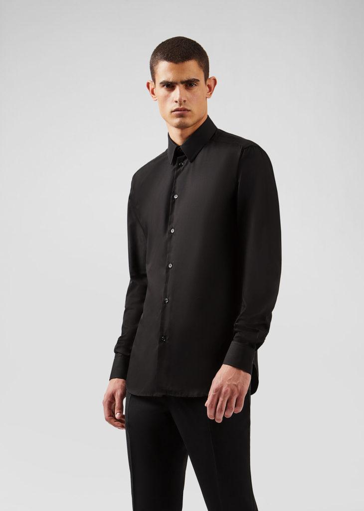 Чёрная рубашка.