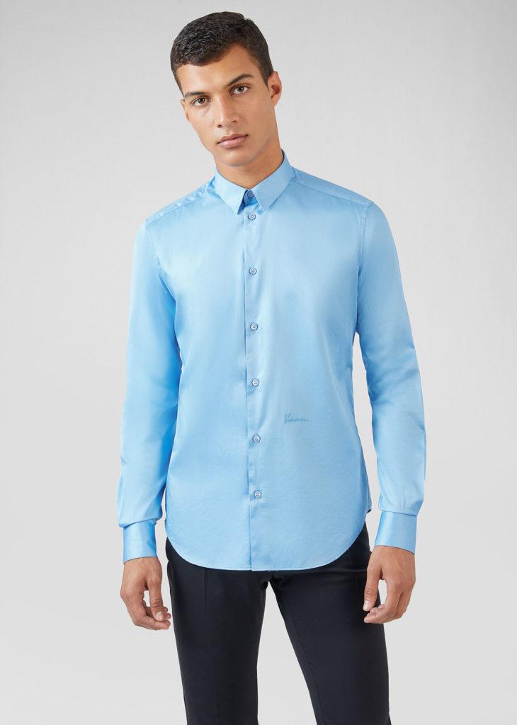 Голубая рубашка.