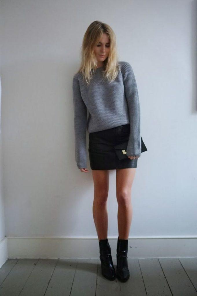 Короткая кожаная юбка.