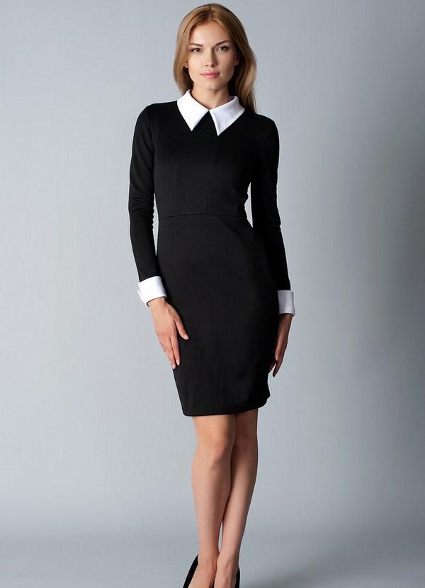 Чёрное офисное платье.
