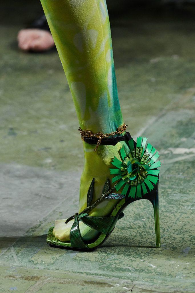 Зелёные босоножки.