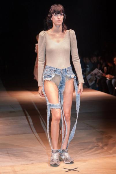 голые джинсы