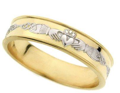 Кольцо с гравировкой из двух металлов.