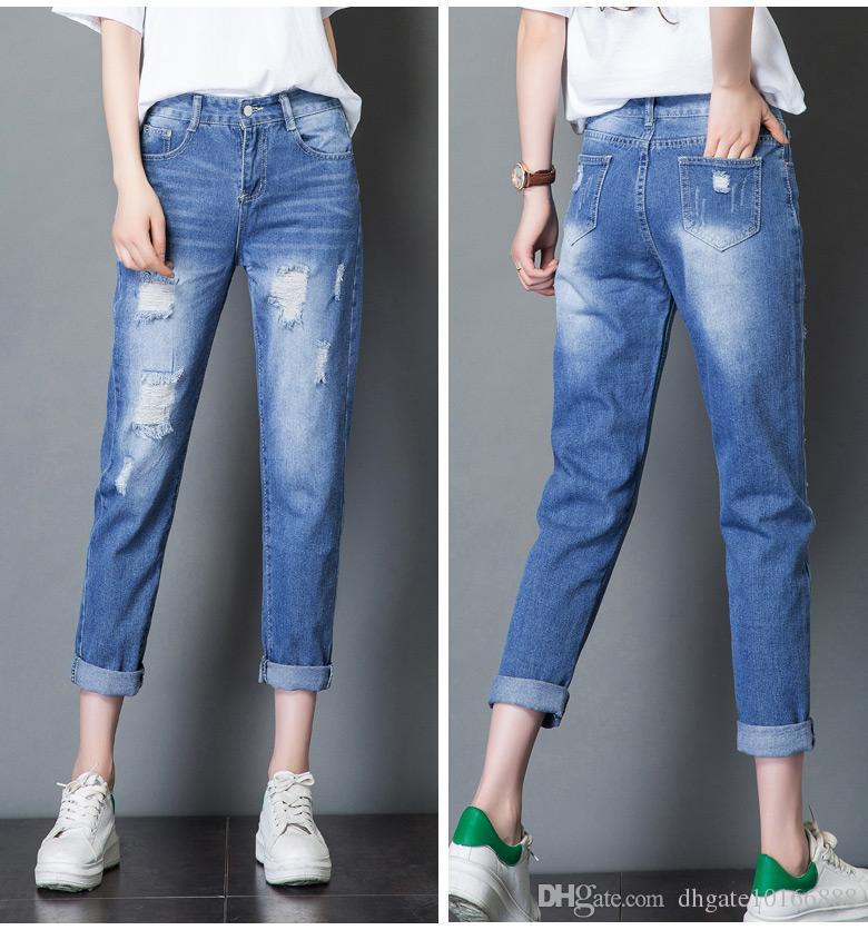 Потёртые прямые джинсы.