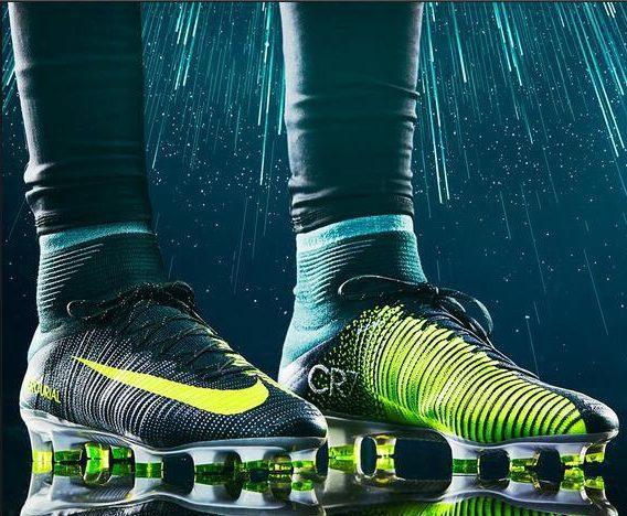 Футбольные кроссовки.
