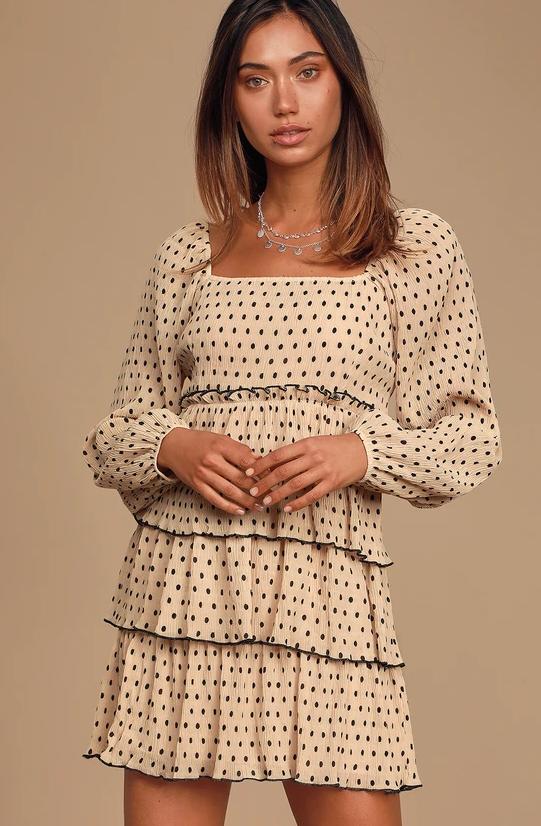 Короткое модное платье.