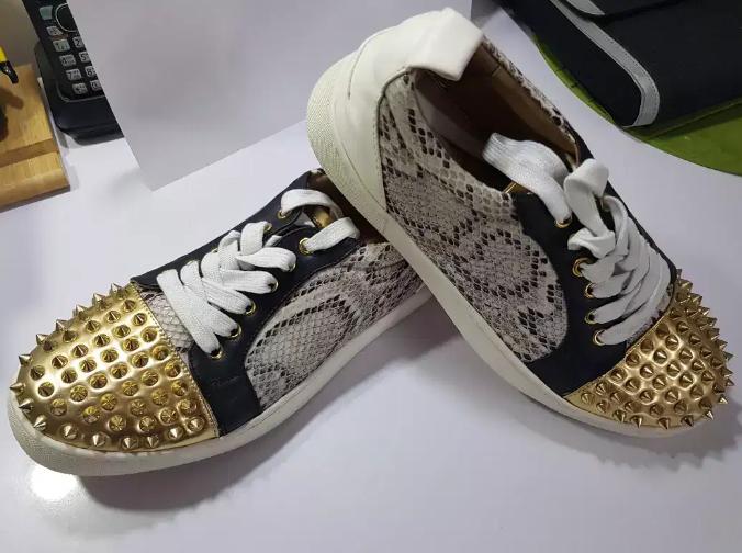 Комбинированные кроссовки.
