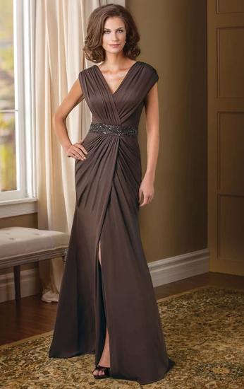 Коричневое платье в пол.