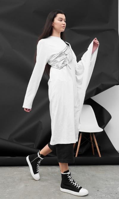 Бело-чёрный костюм Бэт Нортон.