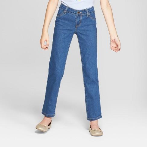Прямые джинсы.