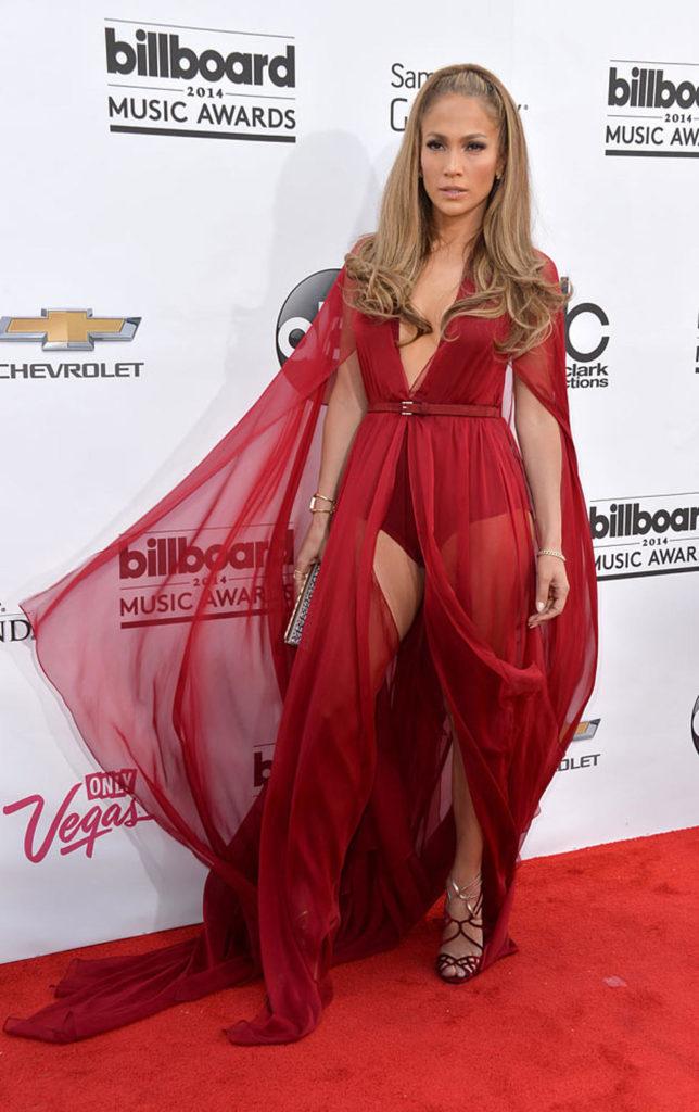 Дженнифер Лопес в красном.