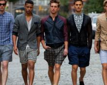 парни в шортах