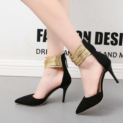 Туфли на тонком каблуке.