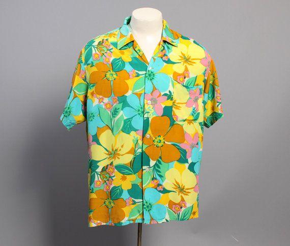 Цветастая рубашка.