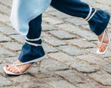 штаны, заправленные в сандалии