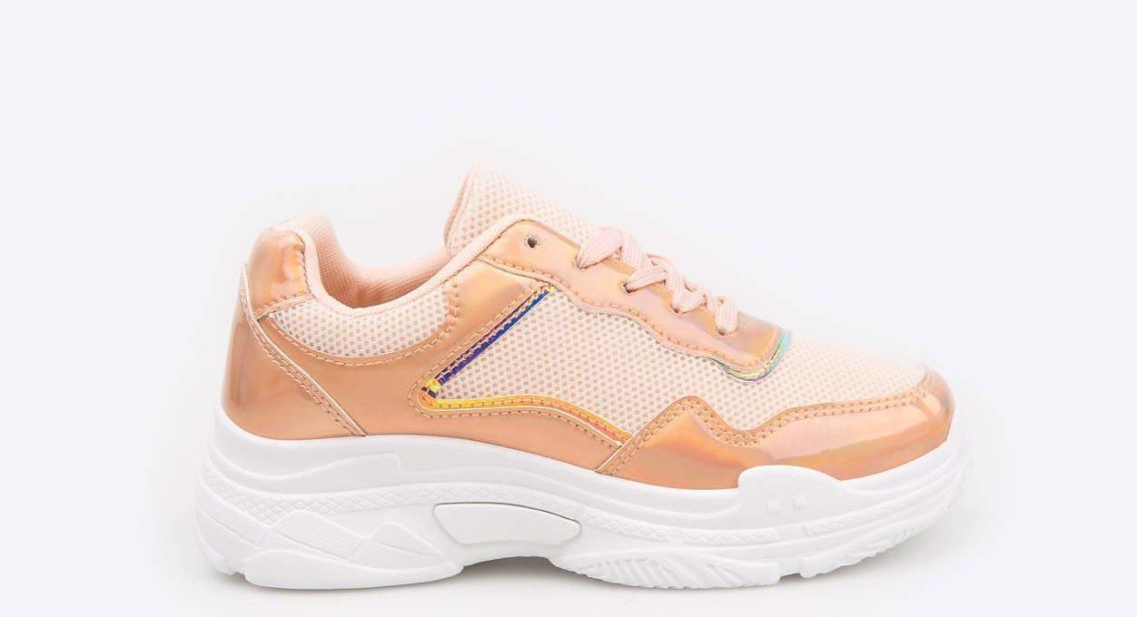 Бежевые кроссовки для девочки.