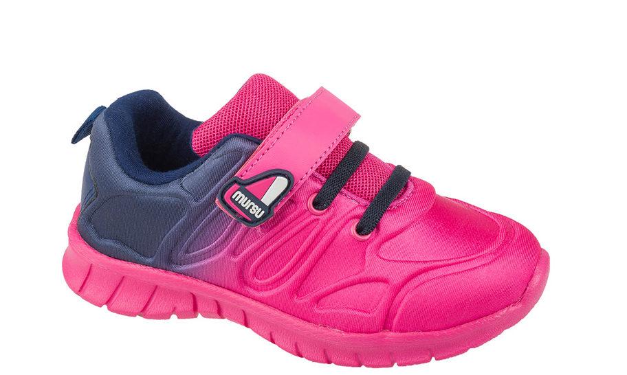 Розово-фиолетовые кроссовки.
