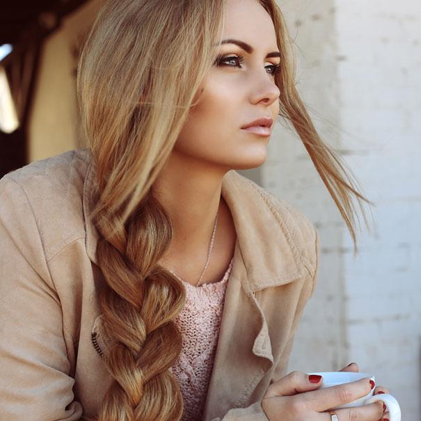 Красивые длинные волосы.