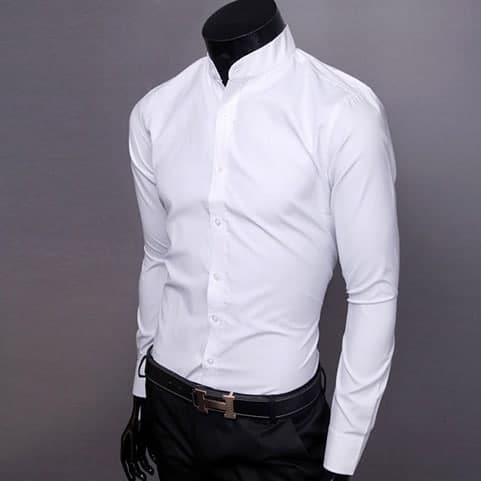 Приталенная белая рубашка.