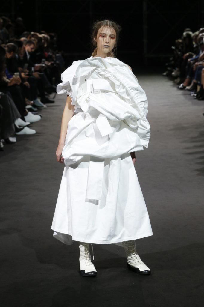 Белый наряд Ямомото.