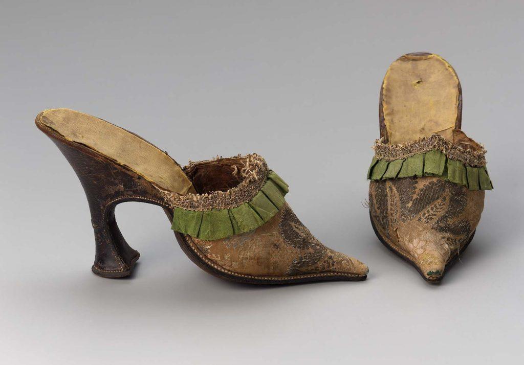 первая обувь на каблуке