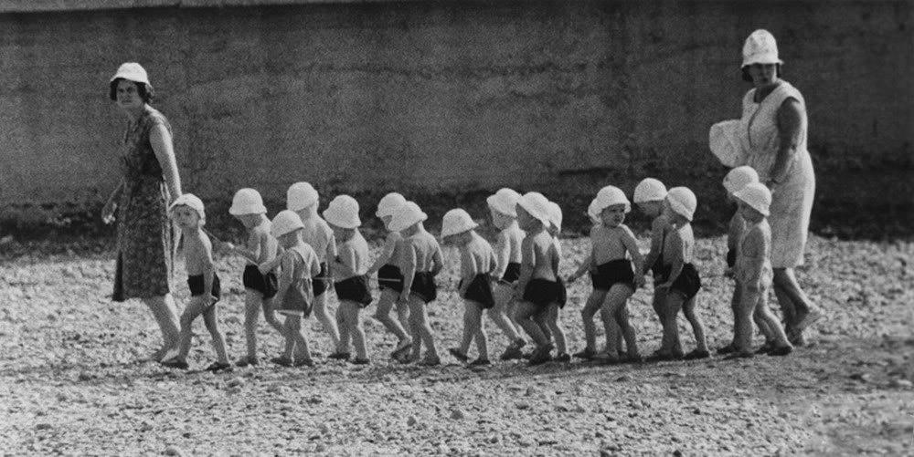 дети в панамах