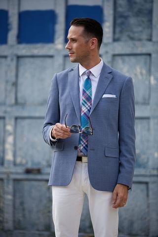 Образ преппи с белыми брюками.